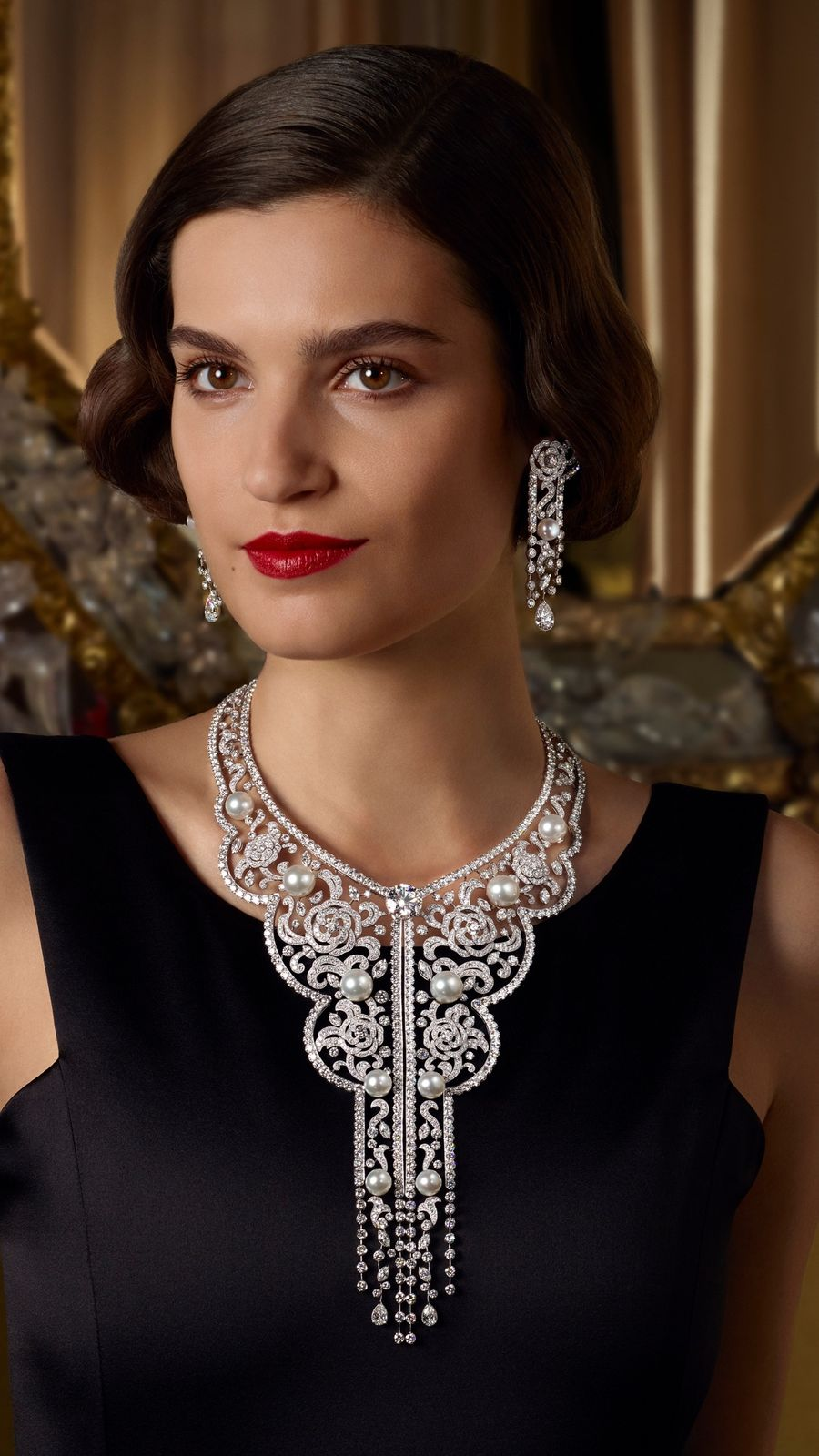 A model wearing the Sarafane necklace and earrings