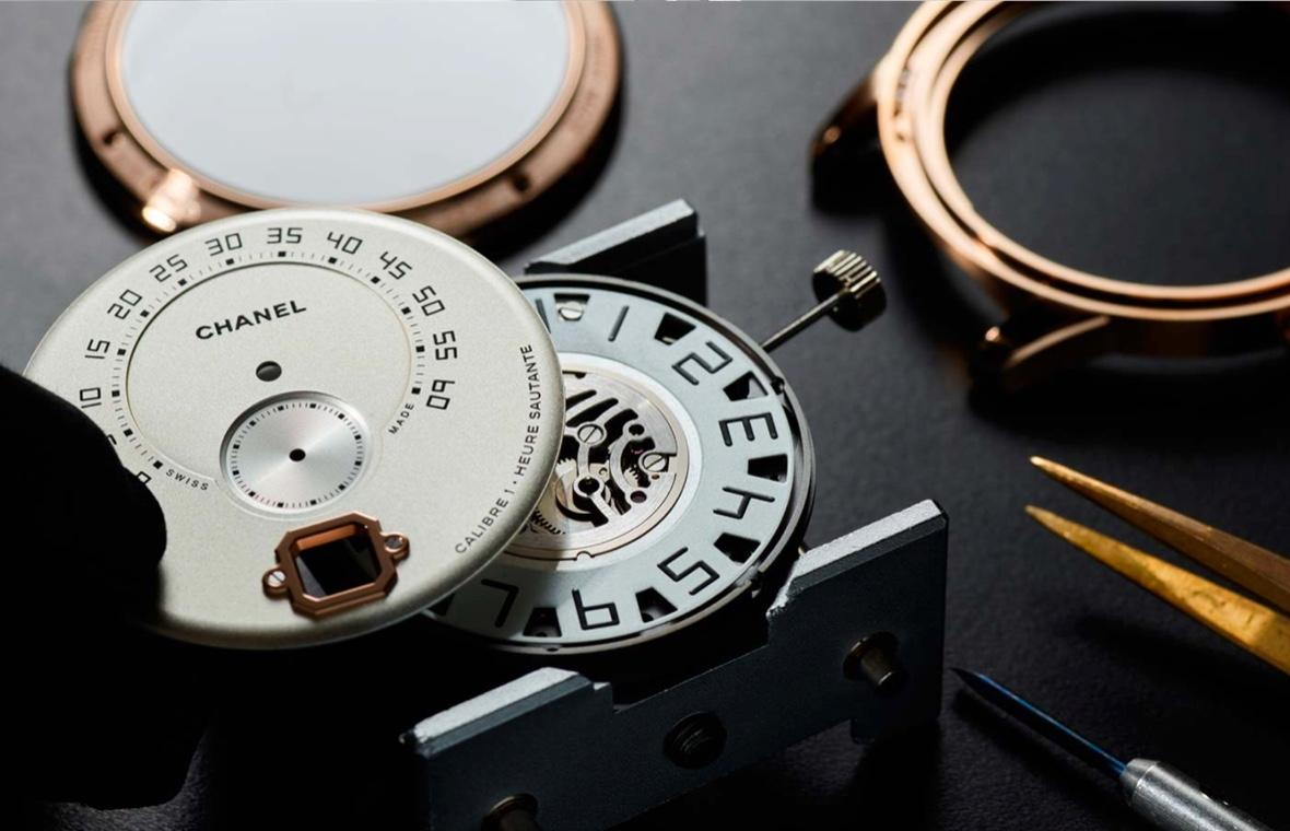 Monsieur de CHANEL watch's features view 2