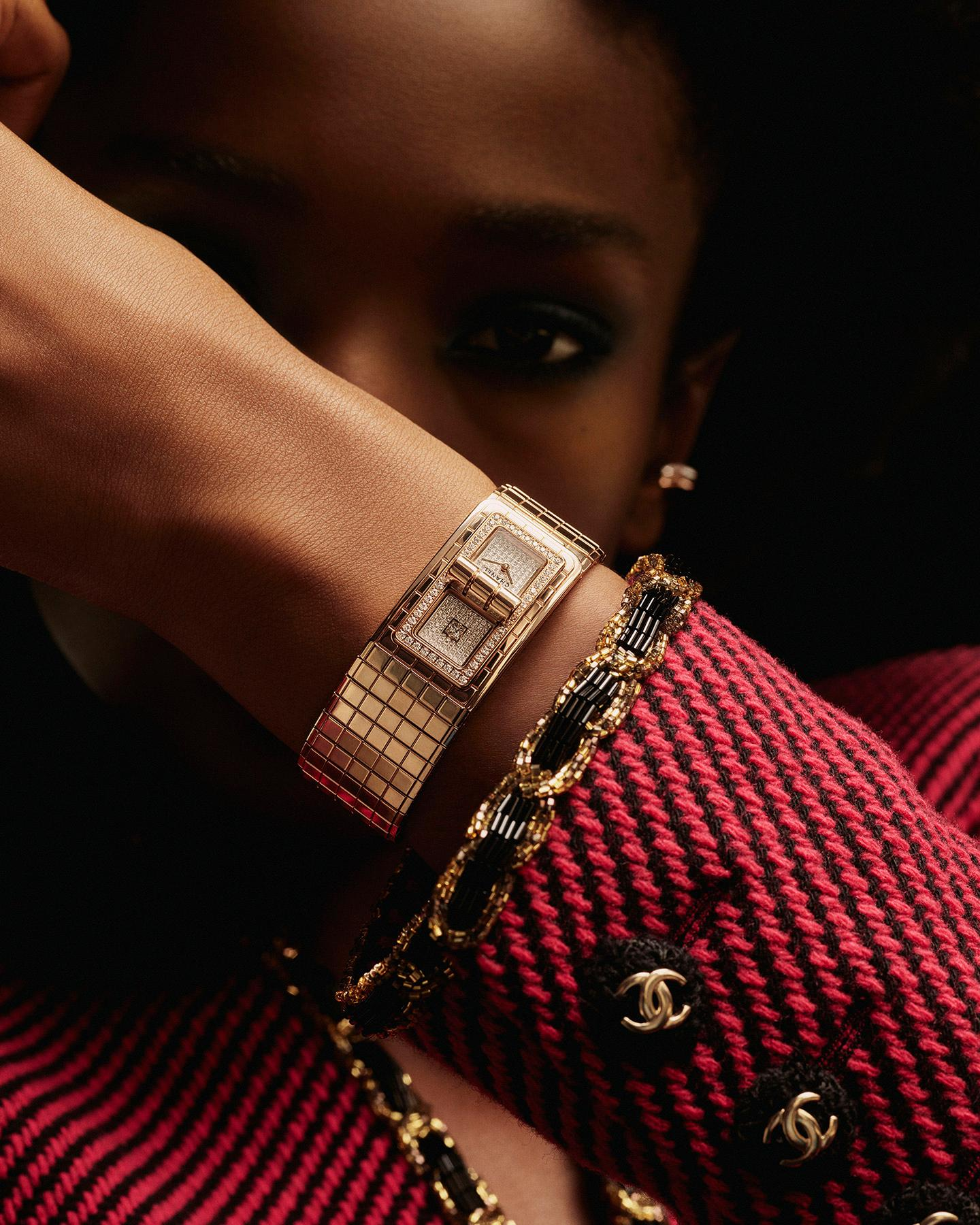 model wearing the CODE COCO watch in BEIGE GOLD