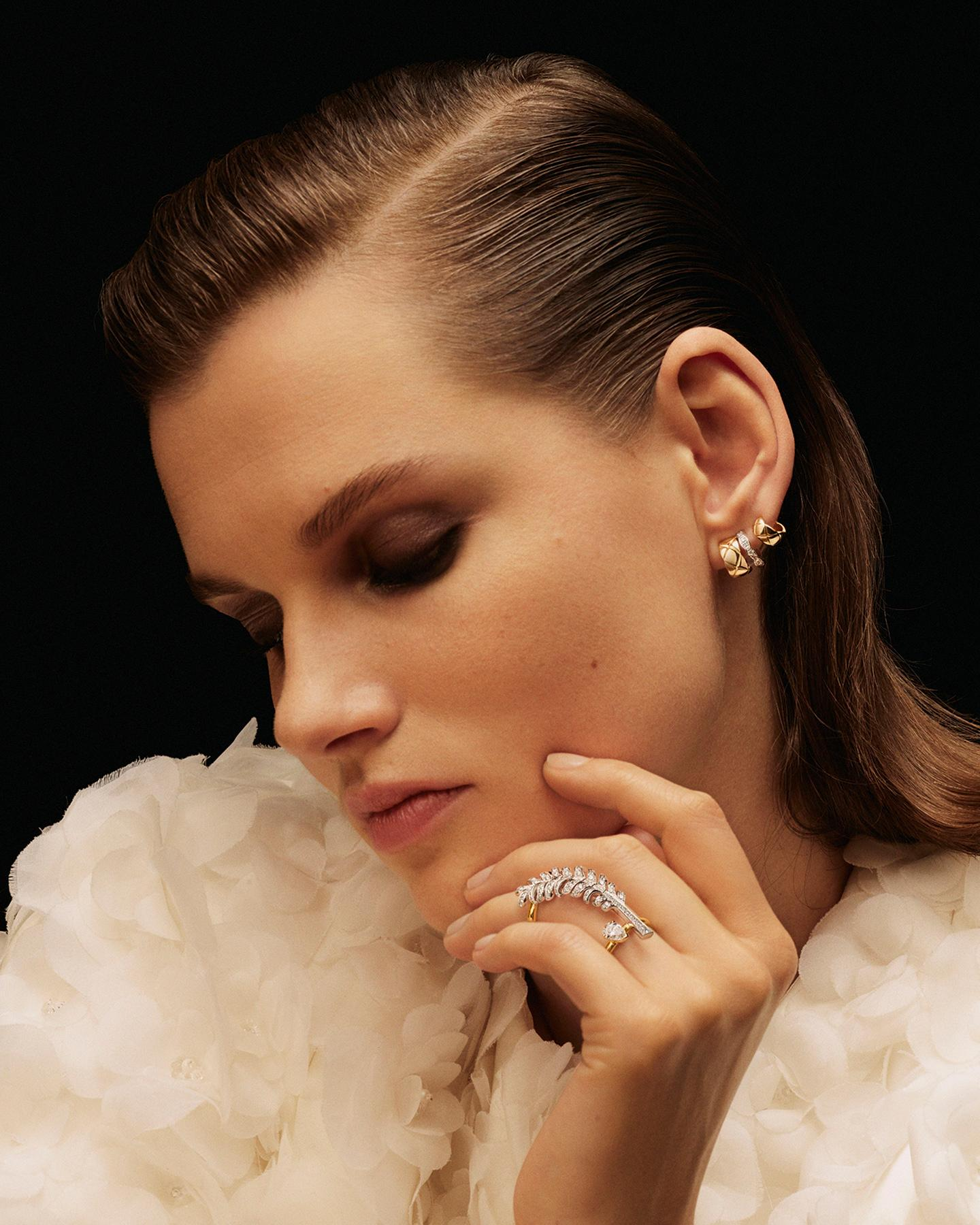 model wearing a COCO CRUSH earring and a PLUME de CHANEL ring