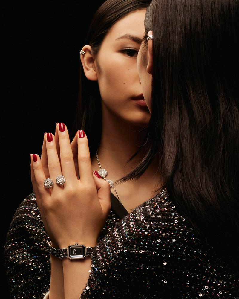 model wearing COCO CRUSH earrings, a Les Infinis de CAMÉLIA necklace, a Bouton de CAMÉLIA ring and a PREMIÈRE ROCK watch.
