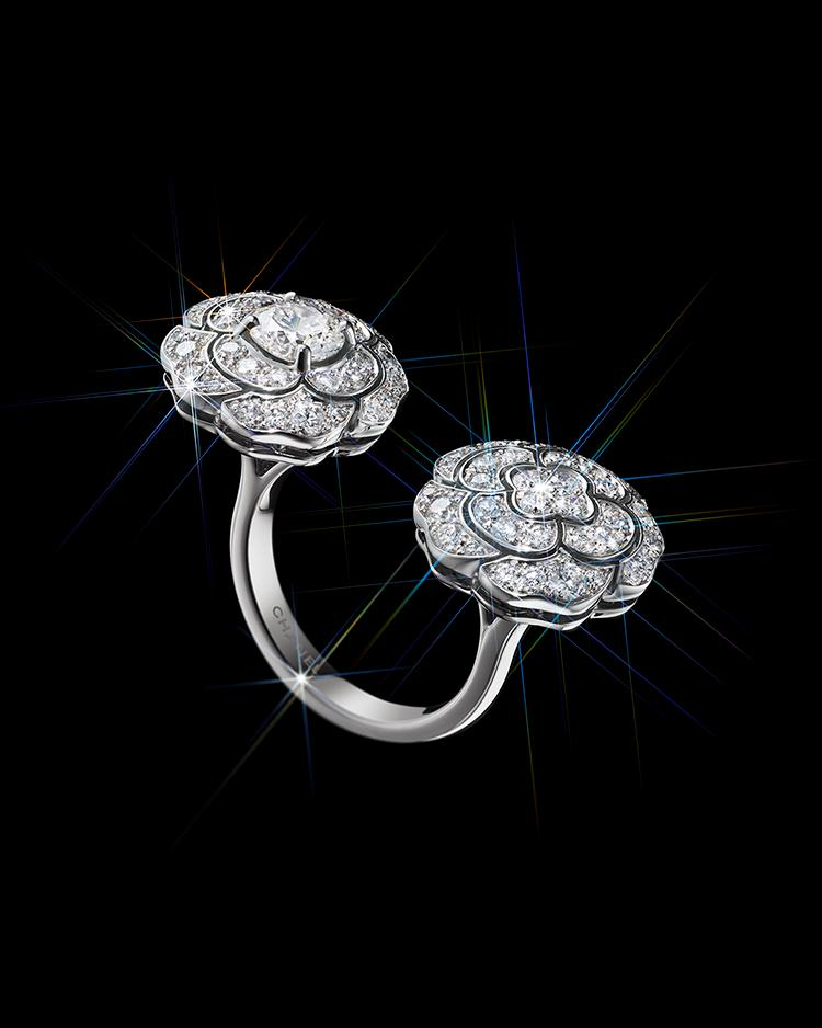 Bouton de CAMÉLIA ring in white gold and diamonds