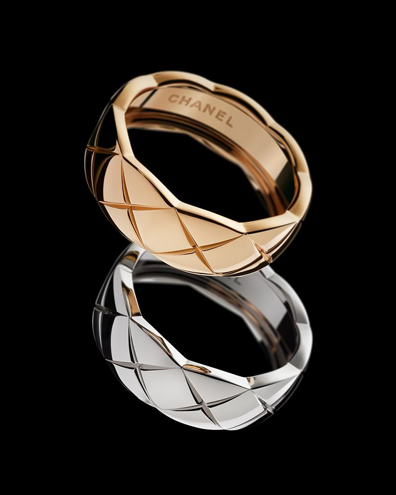 Still-life visual of COCO CRUSH rings in 18K BEIGE GOLD and white gold* – Habitude