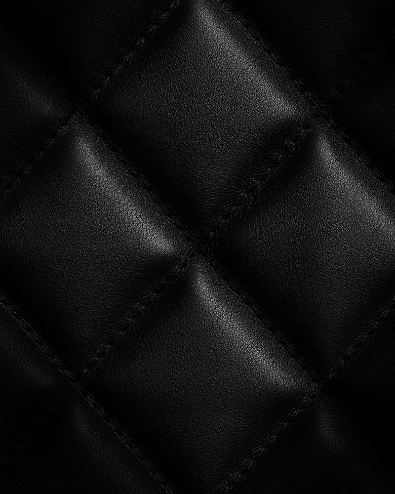 Quilted leather motif – Quatre quart