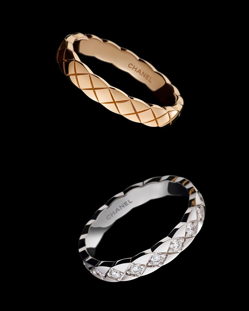 Still-life visual of COCO CRUSH MINI rings in 18K BEIGE GOLD and 18K white gold* and diamonds – Vice versa