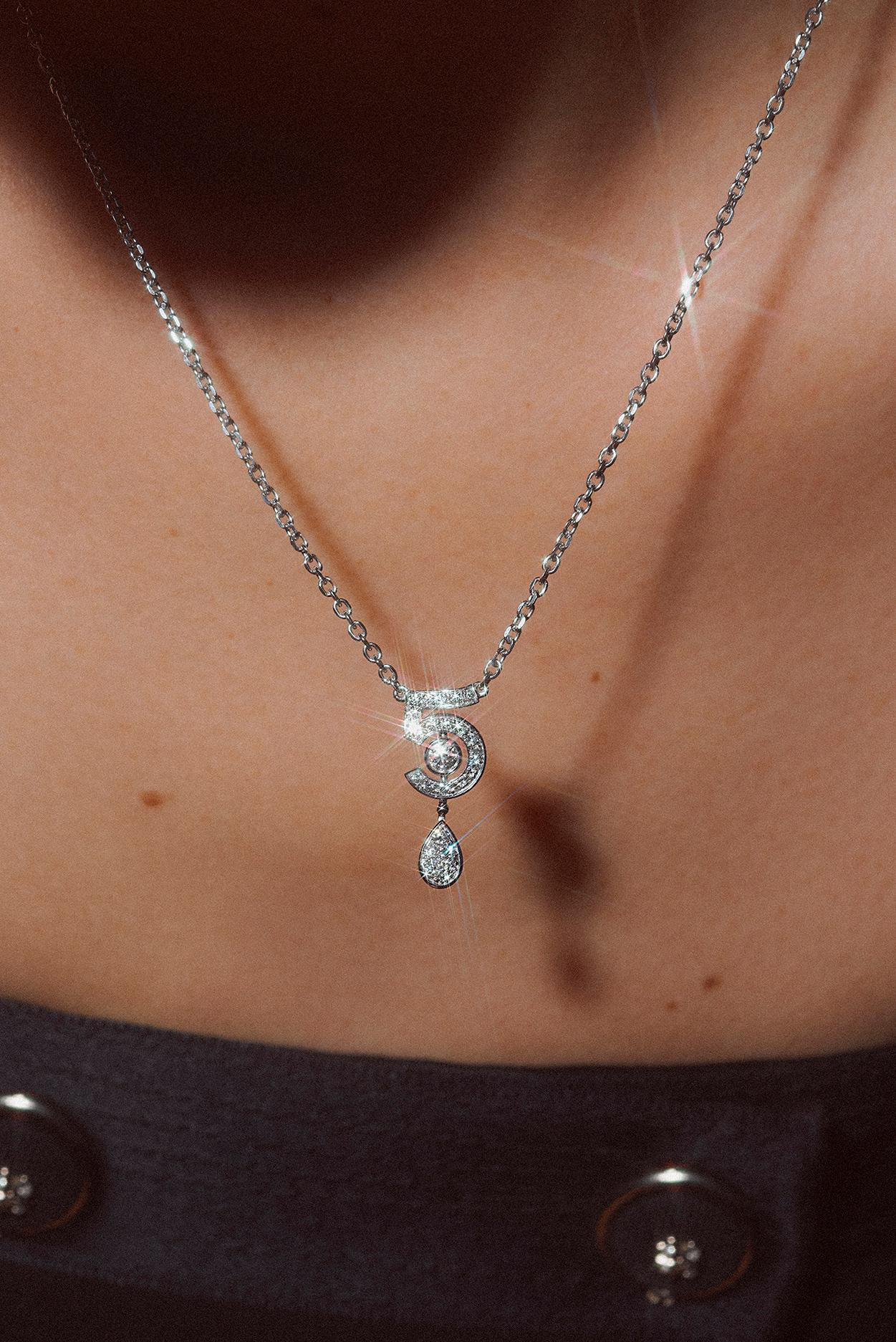 J11991 N°5 necklace - view 3